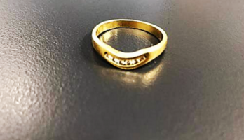 18ct Gold Band with Diamonds